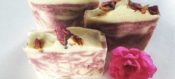 Une recette de savon maison à la rose